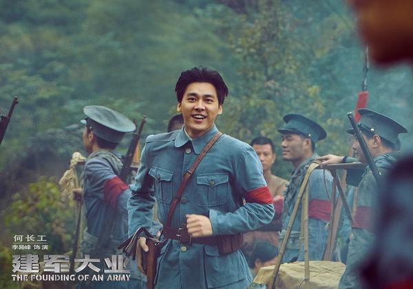 《建军》刘伟强:没看片就质疑?对演员不公平