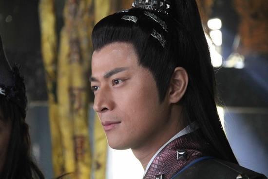 戏中,林江国饰演的灵禅子赵斌如救火员一般,为陈浩民饰演的济公四处