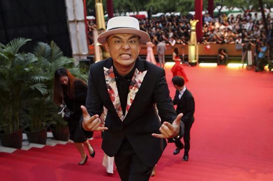 包贝尔亮相上影节 红毯演绎《年少轻狂》