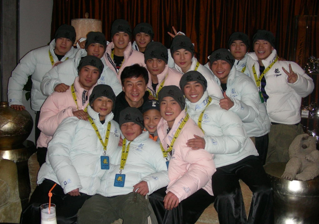 中华龙韵功夫团上演时尚功夫剧《十一个武者》
