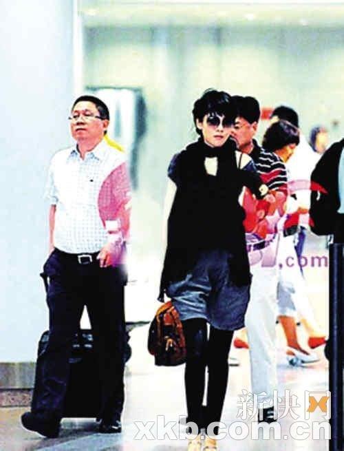 沈星被爆为冯小刚结束十年婚姻 博客中撰文反驳