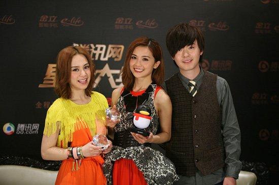 Twins和洪卓立接受专访 祝腾讯网友新年快乐