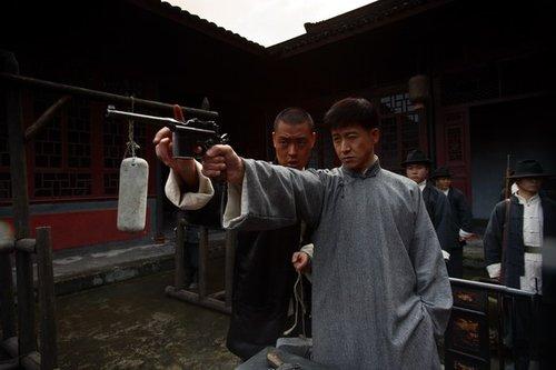 《雾柳镇》北京卫视热播 张国强更喜反派戏