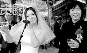 致青春-校园民谣20年:女文青就爱弹琴的骚年