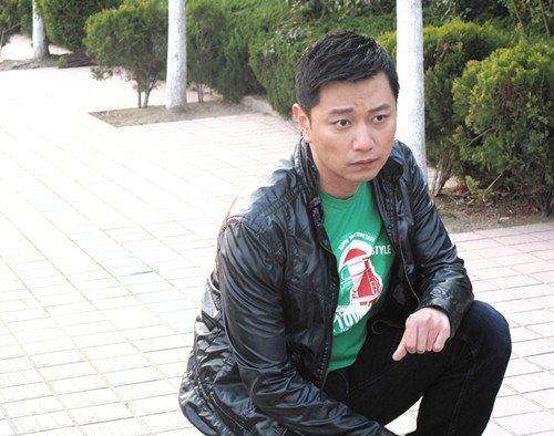 """《爱情三贱客》热拍 张洪睿向""""王小贱""""致意"""