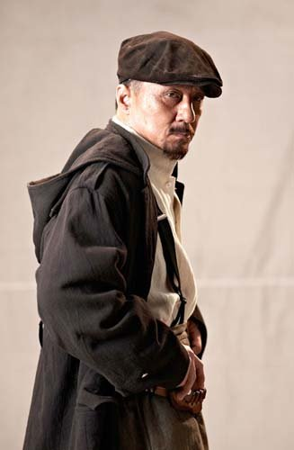 成龙《辛亥革命》黄兴造型曝光 穿风衣戴贼仔帽