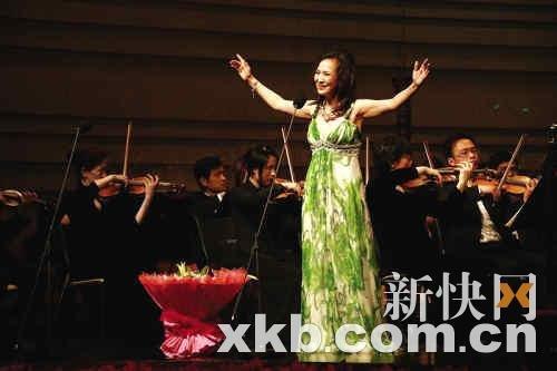 郑绪岚挺过艰难岁月超脱开唱:在广州欲寻短见