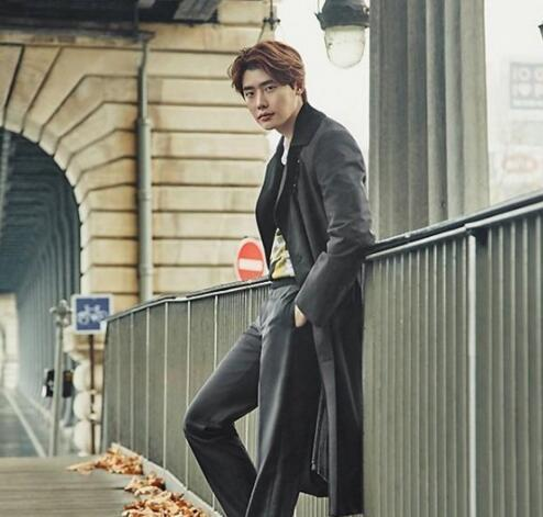 李钟硕签约韩国YG 与车胜元金喜爱成同门