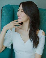 高圆圆一袭白裙美丽又清纯
