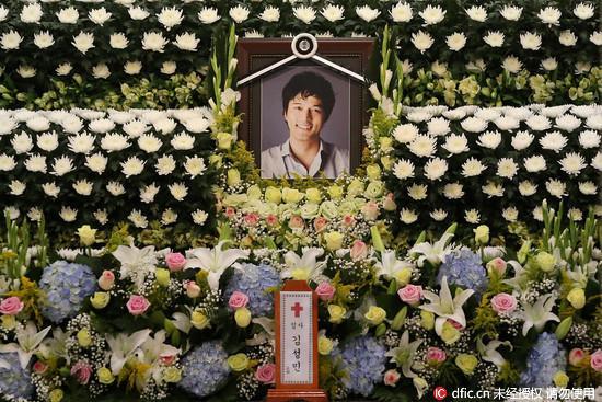 韩国男星在家上吊自杀 妻子痛哭:都是�L我的错