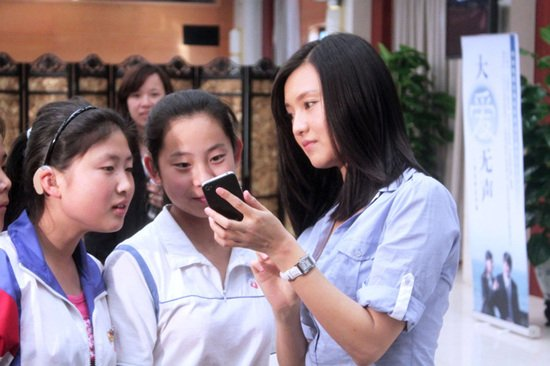 声 演哑女 与聋哑学生定手语之约