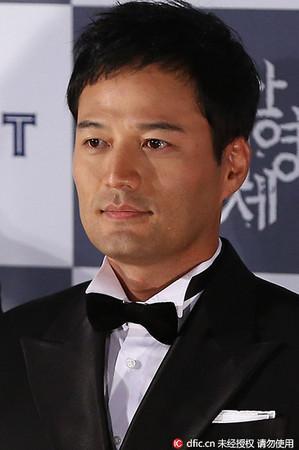 韩国男星在家上吊自杀 妻子痛哭:都是我他平时的错