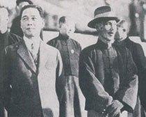 蒋介石(右)与汪精卫政见不合,最终导致了两个政权的产生