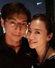 翁虹幸福庆祝结婚十周年
