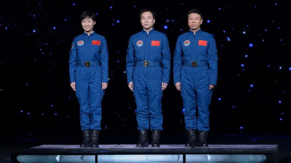 航天员景海鹏、刘旺、刘洋