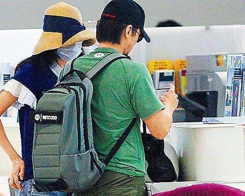 舒淇冯德伦蜜游东京同返港 前后登机举止默契