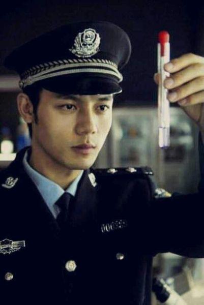 演员何盛东吸毒被拘 曾出演《案发现场3》