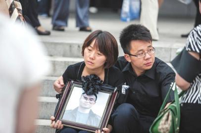 遗孀上午追悼下午上节目 《完美释放》否认炒作