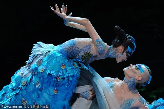 央视龙年春晚歌舞节目撑场 30年经典贯穿引共鸣