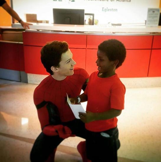 """爱心满溢!""""蜘蛛侠""""汤姆"""