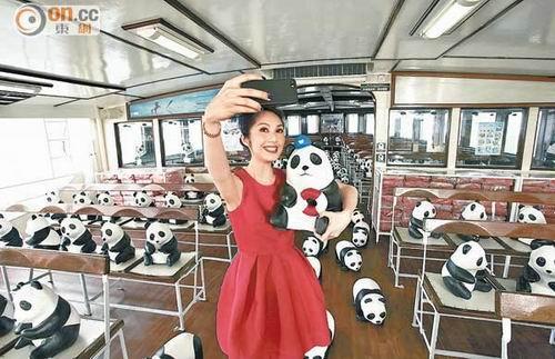 杨千嬅带熊猫坐渡轮游维港 盼生活无忧无虑(图)