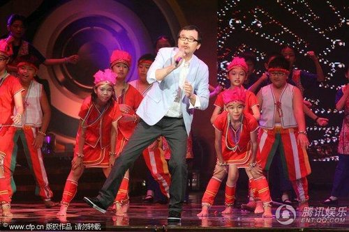 第21届台湾金曲奖 王宏恩与音乐人黄连煜献唱