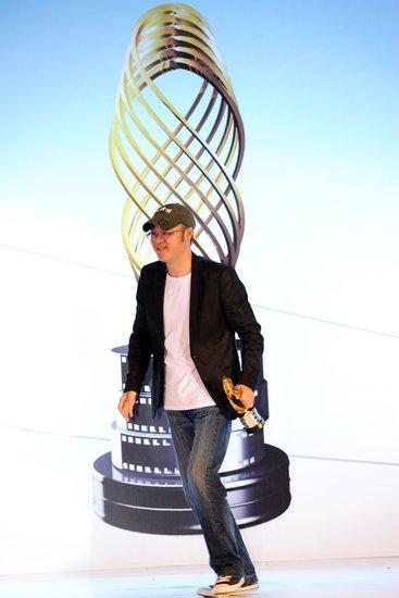 《钢的琴》夺传媒大奖 导演张猛低调盼上映
