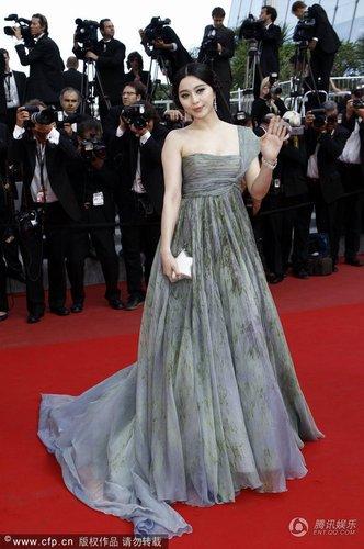 范冰冰出席戛纳电影节闭幕红毯英国性迷宫手机电影图片