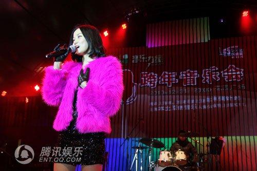 胡彦斌黄龄携手跨年演唱会 明年赴美进修音乐