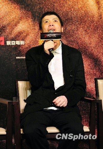冯小刚谈新片激情戏:看中国人接吻有些别扭