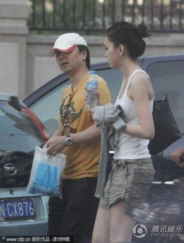 崔健跟女儿出门 被说成情牵小女友(图)