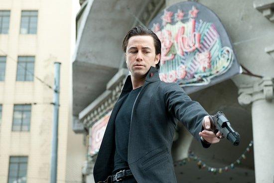 《环形使者》全球揽4亿人民币 登首周票房冠军