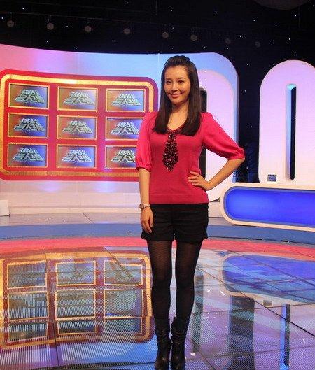 刘雨鑫录制《挑战名人墙》 年代熟女现场秀口才