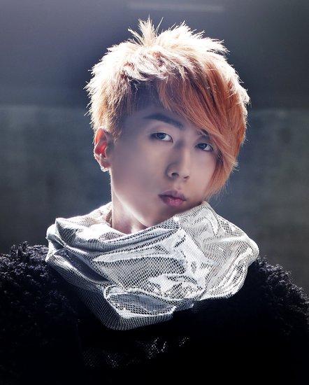韩国歌手李在元苦练中文