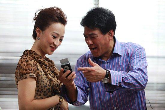 《戒烟》热拍 朱时茂高亚麟将做客腾讯直播