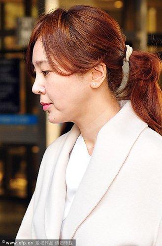 韩女星滥用药物案再审 张美李丞涓出庭脸色苍白
