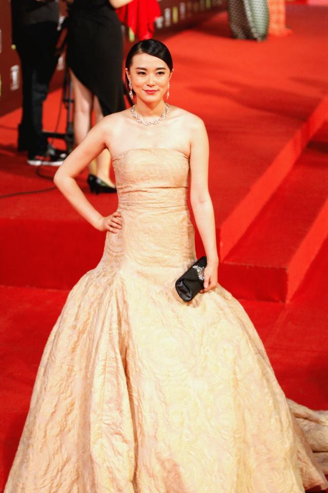 《云的模样》入围上海电影节 黄璐现身淡雅大气