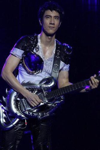 王力宏巡演南京站完美落幕 呼吁歌迷做地球卫士