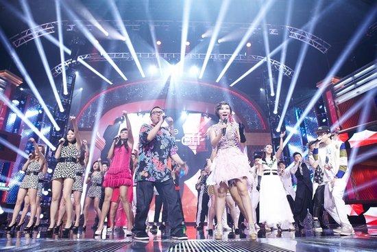 韦唯、黄伟文《清唱团》现场打擂 争向8强邀歌