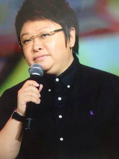 韩红连续违反交通规则 微博致歉称接受一切处罚