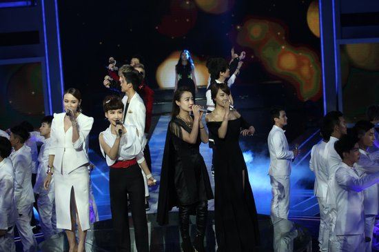 李宇春周笔畅重聚 芒果选秀刹那已十年