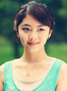 谭松韵拍《林师傅在首尔》 造型甜美被誉小熟女