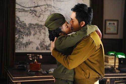 《内线》卫视收视喜人 孙菲菲钟汉良吻戏曝光