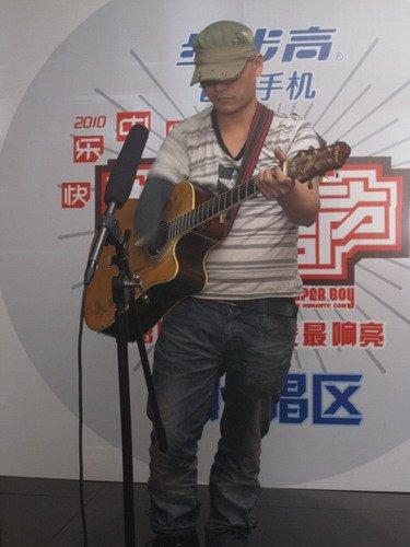 """广州唱区再现""""独臂""""传奇 特殊快男笑对人生"""