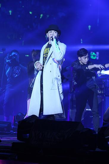 吴亦凡《老炮儿》演唱会唱新歌 观众尽享视听盛宴