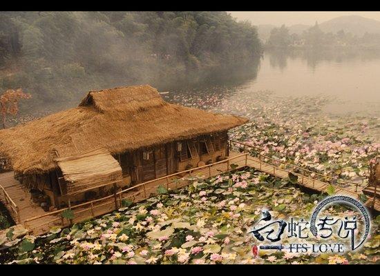 """《白蛇传说》曝剧情 林峰上演古代版""""裸婚"""""""