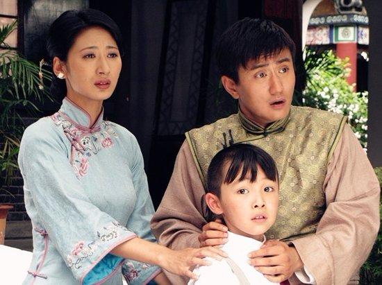 知名演员叶静此次颠覆形象饰演低智商少爷,与郭珍霓在剧中上演了一场图片