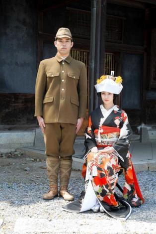 山口百惠儿子与武井咲合作演夫妻 翻拍经典名作图片