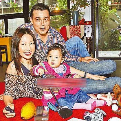 43岁人妻丁宁全裸拍孕妇写真 称比选老公还用心