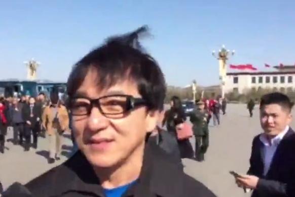 """全国政协开幕首日 成龙谈""""duang"""":很好玩"""